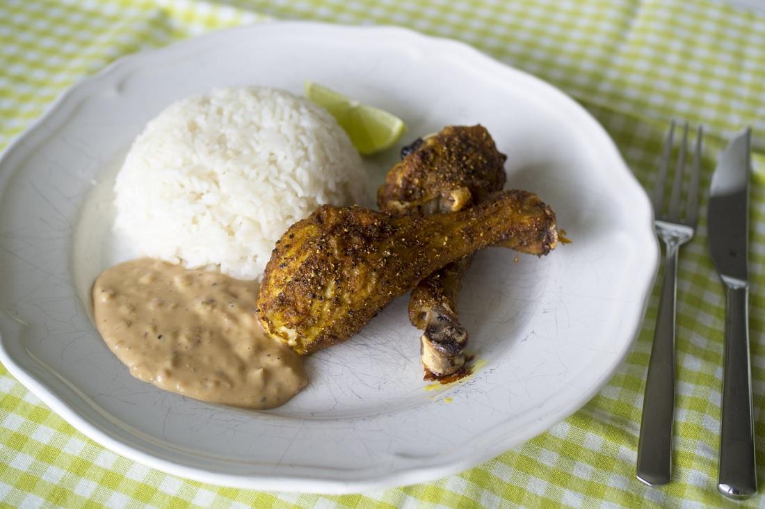 Currykycklingklubbor med jordnötssås
